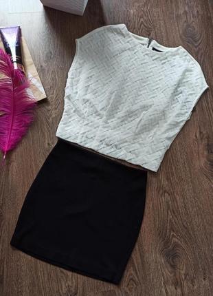 Крутой комплект only: блуза и юбка.