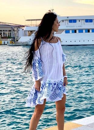Нежное, легкое платье с открытыми плечами