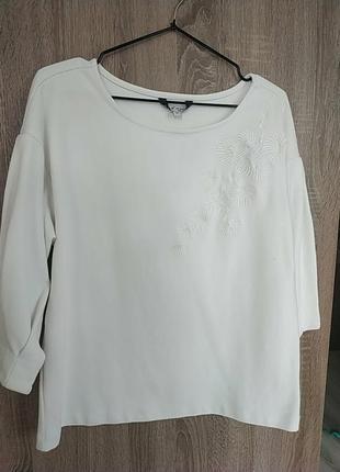 Кофта белая с вышивкой sela