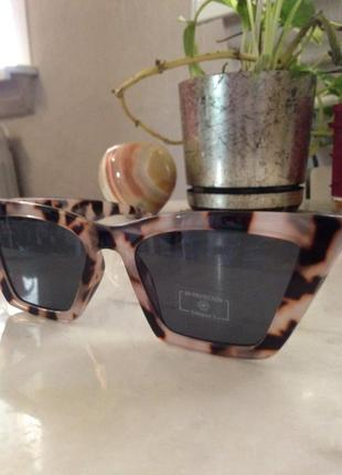 Шикарные солнцезащитные очки. торг.