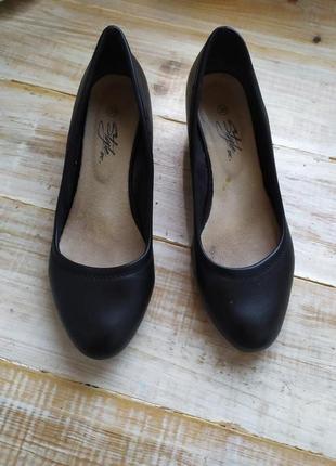 Красивые туфельки лодочками 24.7-25 см