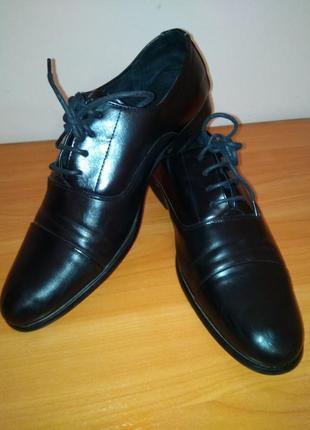Класичні туфлі.