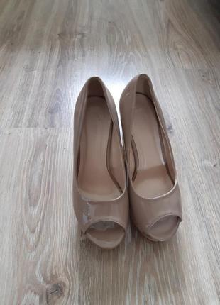 Туфли, бежевые босоножки на танкетке 38р