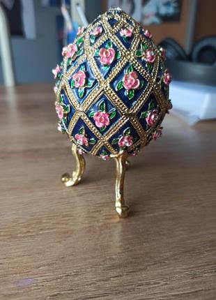 Статуетка у формі яйця