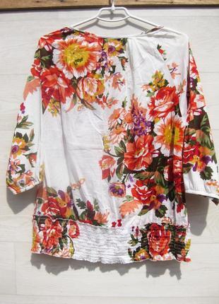 Яркая красивая котоновая блуза intown белая цветочный принт