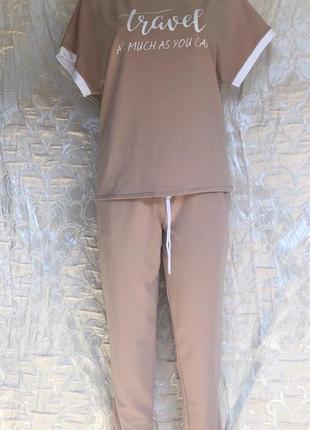 Стильный костюм прогулочный женский