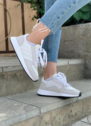 Женские кроссовки adidas marathon white/grey, белые/серые1 фото