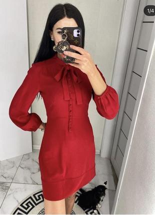 Красивое платье красного цвета торга нет