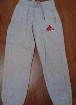 Спортивные штаны adidas. 8-9 лет