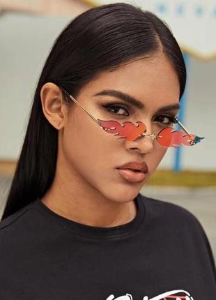 Модные солнцезащитные очки красные огоньки огни узкие очки 7010