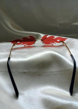 Модные солнцезащитные очки красные огоньки огни узкие очки 70104 фото