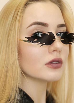 Модные солнцезащитные очки черные огоньки огни узкие очки 70101 фото