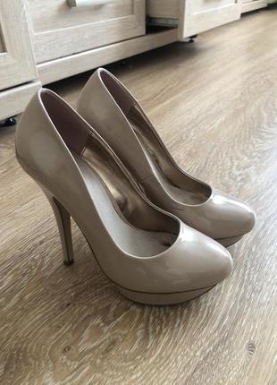 Туфли бежевые лабутены