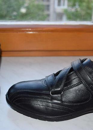 Стильные,удобные,кожаные туфли на липучке ессо