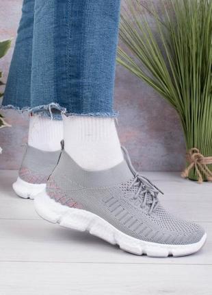Женские серые кроссовки на шнуровке2 фото