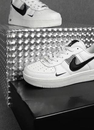 Стильные кожаные кроссовки, р.40 по акционной цене 800 грн