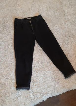 Мом джинси брюки