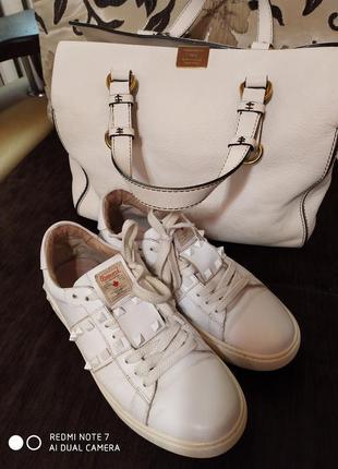 Шикарные кроссовки , оригинал