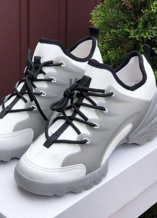 Сьильні жіночі кросівки3 фото