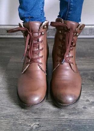 Крутые кожаные коричневые сапоги-ботинки
