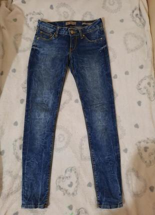 Фирменные джинсы