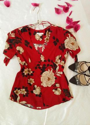 Ярко красная блуза на пуговицах с цветочным принтом