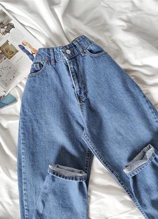 Голубые джинсы мом момы mom fit