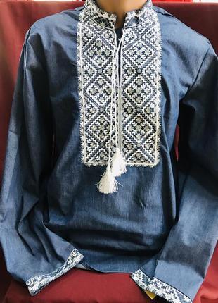 Чоловіча вишиванка на джинсі мужская вышиванка