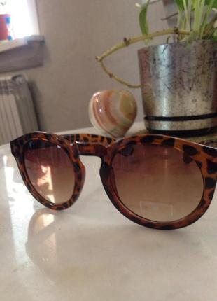 Стильные солнцезащитные очки.торг.