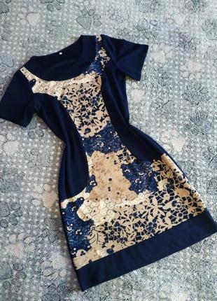 Плаття спереду в яскравий принт