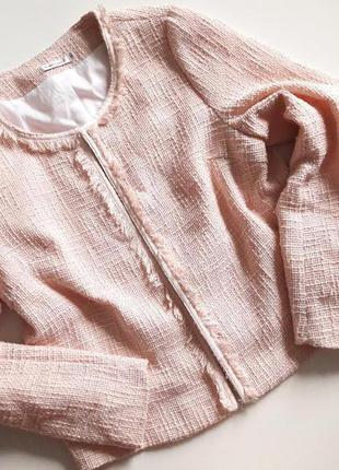 Нежный розовый пудровый жакет пиджак