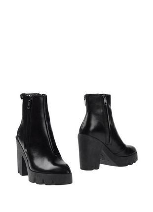Черные ботинки ash