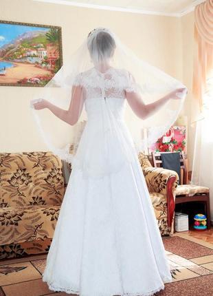 Ніжна ажурна весільна сукня