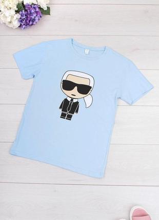 Голубая футболка карл