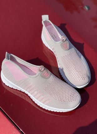 Летние серо-розовые текстильные кроссовки
