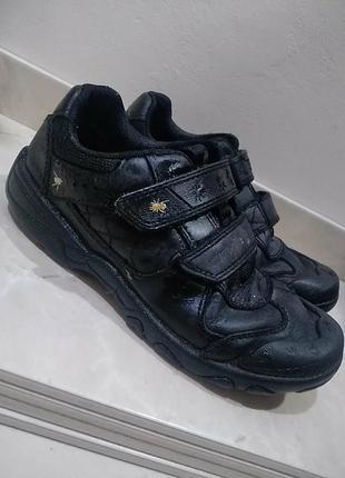 Шкіряні кросівки