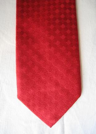 Красный шелковый галстук италия