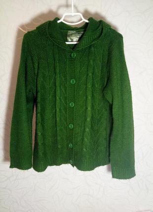 Уютная  теплая кофта насыщено-зеленого цвета