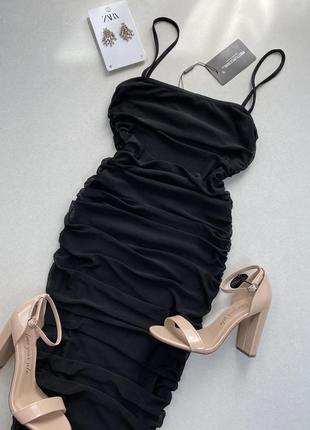 Чорне , фатінове , збuране плаття prettylittlething