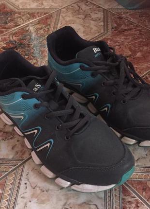 Кроссовки для бега и тренировок