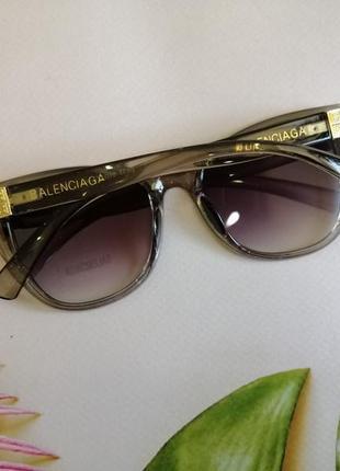 Эксклюзивные брендовые серые прозрачные солнцезащитные женские очки лисички 20214 фото