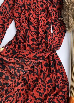 Платье в анималистичный принт, на запах4 фото