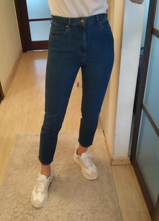 Хлопковые джинсы мом момы wrangler.
