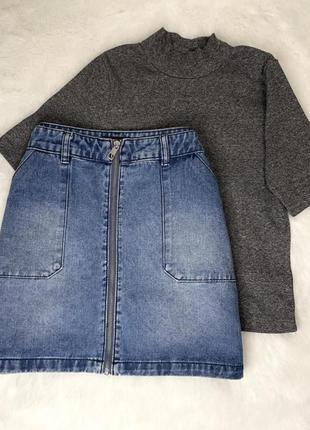 Джинсовая юбка-трапеция на молнии