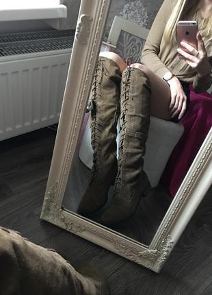 Замшевые ботфорты на шнуровке
