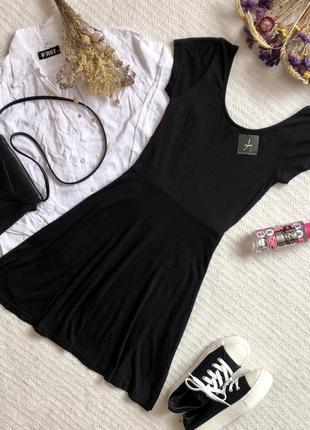 Лёгкое новое платье чёрного цвета