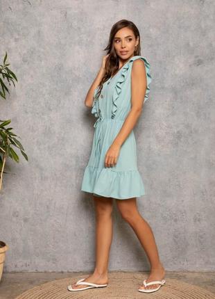 Мятное платье с рюшами и воланом