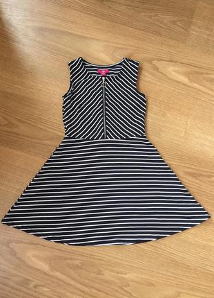 Класне плаття в полоску