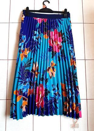 Возушная ярко-голубая юбка плиссе в цветочный принт soon