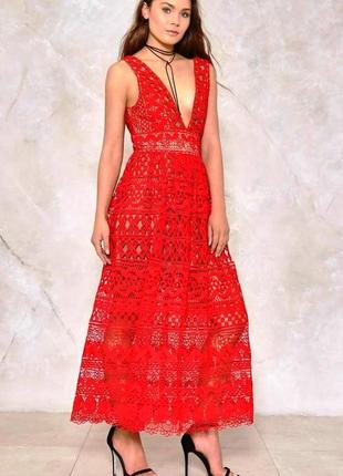 Ярко-красное костельное платье из плотного кружева от ivivi